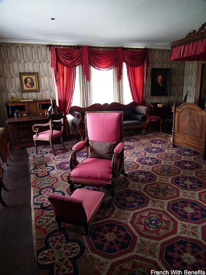 Chambre dundurn castle french with benefits for Chambre in french